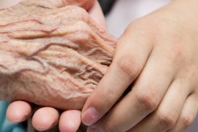 Бразильские студенты изучают английский, общаясь с одинокими стариками. Невероятно трогательное видео